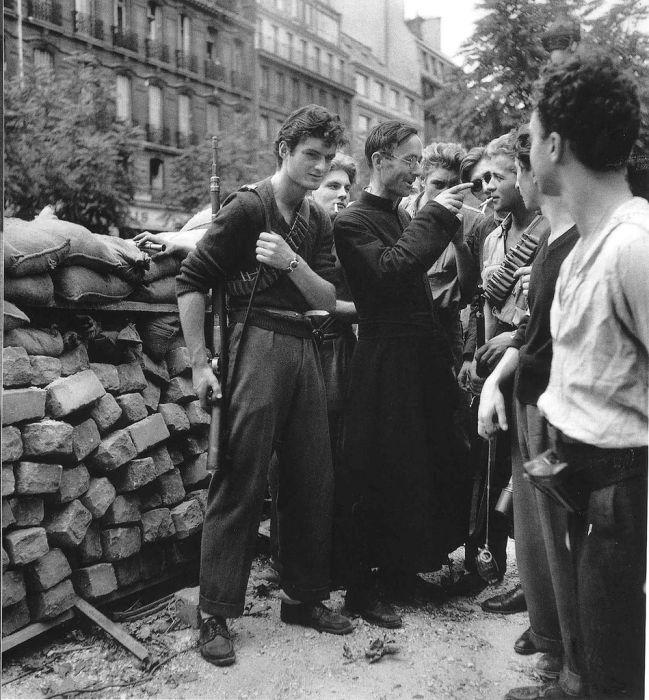 World travel history paris in 1940 50s france by for Ballade pour violoncelle et chambre noire
