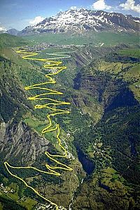 World & Travel: dangerous roads around the world